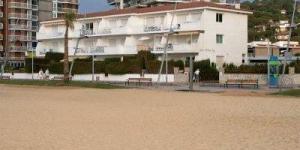 Bénéficiant d'un emplacement en bord de mer, l'établissement Ideal Costa Brava dispose d'une connexion Wi-Fi gratuite, d'un petit jardin et d'une terrasse. Il se trouve à Sant Antoni de Calonge, à 3 km de Palamós et de Platja d'Aro.