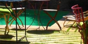 Dotée d'un jardin commun avec meubles de jardin et piscine, la maison d'hôtes Casa Migdia propose une connexion Wi-Fi gratuite à Sant Jordi Desvalls. Cette maison d'hôtes propose des chambres doubles, lumineuses et colorées, dotées d'une salle de bains privative avec baignoire ou douche.