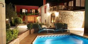 Situé dans un cadre naturel à Bordils, le Can Carreras del Mas est une maison du XIXe siècle restaurée, dotée d'un jardin, d'une aire de jeux pour enfants et d'une piscine extérieure. Cette maison d'un étage bénéficie d'une connexion Wi-Fi gratuite.