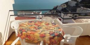 Doté d'une terrasse privée meublée donnant sur la mer, le J&V Eden-Roc se trouve à Roses, à 15 minutes à pied de la plage. Cet appartement décoré avec sobriété possède 2 chambres.