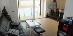 Roses: séjournez au cœur de la ville  Situé à 400 mètres de la plage, dans le centre de Roses, J&V Gravina 2 est un appartement moderne doté d'un balcon privé. Cet établissement à 2 chambres comprend 2 salles de bains et une cuisine bien équipée.