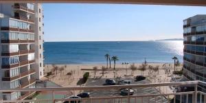Situé sur la promenade en bord de mer de Roses, l'appartement du J&V Sol i Mar 17 offre une vue panoramique sur la mer et dispose de la climatisation. La plage de Santa Margarida, ses boutiques et restaurants, sont accessibles en 5 minutes de marche.