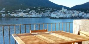 L'appartement Pianc est situé dans le joli village de Cadaqués, juste sur la promenade longeant la plage et à 2 minutes à pied de la plage de Pianc. Il propose une terrasse privée orientée au sud bénéficiant d'une vue sur la mer.