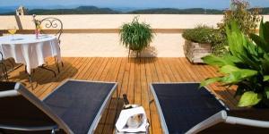 C'est pour sa tradition, sa qualité et son service personnalisé que cet hôtel est le mieux connu. Il est situé au centre de Begur, certainement la plus belle ville du Baix Empordà et la plus proche de la mer.