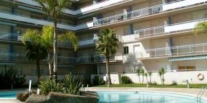 Situé à Roses, dans le quartier résidentiel de Santa Margarita, le Bertur Port Canigó possède une piscine extérieure commune et un bain à remous. Il propose des appartements avec un balcon privé meublé.