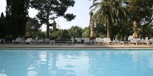 L'Hotel Trias est un établissement historique implanté à côté de la plage de Palamós, à 5 minutes à pied du port de pêche de la ville. Il propose une connexion Wi-Fi gratuite et une piscine extérieure offrant une vue magnifique sur la Costa Brava.