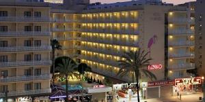 Lloret de Mar: séjournez au cœur de la ville  Situé à seulement 150 mètres de la plage de Lloret, le Gran Hotel Flamingo possède une piscine extérieure et une supérette. Ses chambres élégantes comprennent une télévision par satellite à écran plat et un balcon offrant une vue sur le jardin ou la ville.