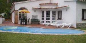 Situé à 3 km du centre-ville de Pals, le Mas Tomasi propose un hébergement indépendant doté d'une cuisine entièrement équipée et d'une piscine privée. Au bord de la mer Méditerranée, la plage la plus proche se situe à 5 km.