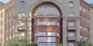 L'Hotel Ultonia vous accueille dans le centre de Gérone, à 3 minutes à pied de la vieille ville, de la cathédrale et des bains arabes. Ses chambres climatisées sont dotées d'une connexion Wi-Fi gratuite, d'une télévision à écran plat et d'un minibar.