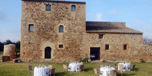 Implanté à Pals sur la Costa Brava, l'Hotel Es Portal occupe une ferme rénovée du XVIe siècle. Doté d'un restaurant, il propose des hébergements avec une connexion Wi-Fi gratuite et la climatisation.