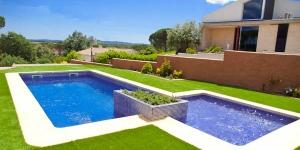 La Villa Cucut dispose d'une piscine privée, d'une terrasse bien exposée et d'un barbecue. Située dans la banlieue, cette villa se trouve à 10 minutes en voiture du centre-ville de Sils.