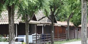 Situé à Esponellà, à côté de la rivière, le Camping Esponellà est entouré d'une forêt paisible. Il propose 3 piscines, un restaurant méditerranéen, une connexion Wi-Fi gratuite et des installations sportives.