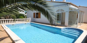 This detached holiday home with private pool is located near a forest. in the beach resort L Escala.