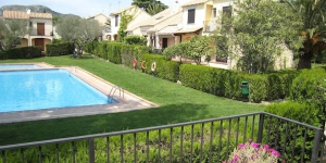 Terraced holiday home located in a quiet residential development at 3 km from the beach of l Estartit. The holiday home has a private garden and access to a communal swimming pool.