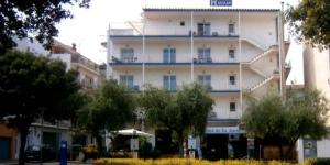 L'hôtel Miamivous accueilleà seulement 150 mètres de la plage deTossa de Mar. Ce petit hôtel à la gestion familialepossède un café-bar avec une terrasse.