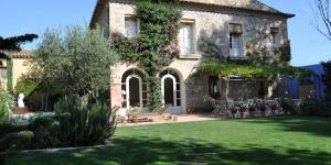 Situé dans le village de Torroella de Fluvià, L'Hort de Sant Cebrià vous propose une connexion Wi-Fi gratuite ainsi qu'une piscine extérieure, un solarium et une terrasse meublée. Implanté au cœur de la nature, ce Bed & Breakfast vous accueille à 7 km de la plage de Roses.