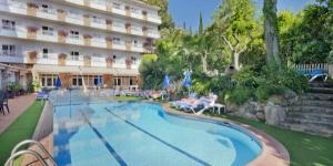 Le Neptuno est un charmant hôtel doté d'un grand jardin, où vous pouvez vraiment profiter de vos vacances. Joli et confortable, cet hôtel situé à proximité de la vieille ville et de la muraille de Tossa.