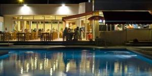 L'établissement Apartaments Joncar Mar, installé dans un camping de Roses, à seulement 100 mètres de la plage, propose un restaurant, un bar et une piscine extérieure commune. Une connexion Wi-Fi est disponible moyennant un petit supplément.