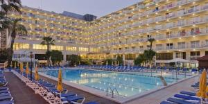 L'hôtel Oasis Park & Spa se trouve à 5 minutes de marche de la plage tranquille de Fenals et à 15 minutes à pied du centre-ville animé de Lloret de Mar. Il dispose de piscines extérieures, d'un spa et d'une salle de sport.
