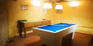 Installé dans le village catalan de Creixell, le Vista Roses Mar - Villa Laura possède un jardin et une piscine privée. Il propose une maison de vacances pourvue de 4 chambres et située à 9 km de Figueres.