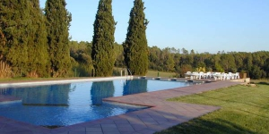 Situé dans les contreforts des Pyrénées, dans le petit village de Vilopriu, le Cal Menut de Can Muní dispose d'une piscine extérieure commune et d'un jardin avec coin salon en plein air. Dotée de la climatisation et du chauffage, cette maison possède une connexion Wi-Fi gratuite, une pièce à vivre avec télévision par satellite et un lecteur DVD.