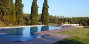 Situé à Vilopriu, l'établissement La Quadra de Can Muní dispose d'une piscine commune extérieure, d'un jardin, d'une terrasse, d'un barbecue et d'une connexion Wi-Fi gratuite. La plage de L'Escala se trouve à 20 minutes de route.