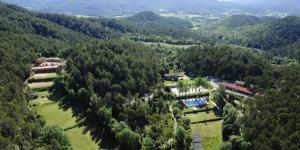 L'El Xalió est situé à 4 km de San Miguel de Campmajor. Il propose une piscine extérieure et des activités de plein air.