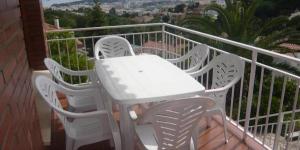 Située à Lloret de Mar, la maison de vacances Princesa possède une piscine extérieure, une terrasse spacieuse et un barbecue. Elle vous accueille à 1,7 km de la plage de Lloret et à 2,6 km du parc aquatique Water World.
