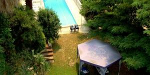 Doté d'un jardin commun avec une piscine et un barbecue, le Roca Grossa Holiday Houses est situé à 2 km de la plage de Lloret de Mar. Il vous propose des maisons munies d'une terrasse privée meublée.