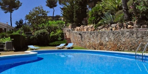Offering an outdoor pool, Zen is located in Tossa de Mar. WiFi access is available in this holiday home.