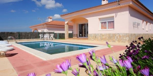Located in Lloret de Mar, Villa Lloret de Mar offers an outdoor pool. The property is 1.