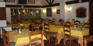Abritant un restaurant à la carte et un bar, le Bar-Restaurant Hostal Can Gurt se trouve à Santa Coloma de Farners. Une connexion Wi-Fi est accessible gratuitement dans toute la maison d'hôtes.
