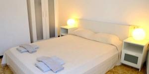 Installé dans la vieille ville de Tossa de Mar, l'Apartments Soleil Tossa possède un balcon offrant une vue. Il se situe à 300 mètres de la plage de sable de Tossa de Mar et à 350 mètres de la gare routière.