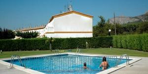 Ces villas mitoyennes sont situées dans une résidence ceinte d'espaces verts luxuriants avec piscines extérieures. La plage et le centre de la station balnéaire de L'Estartit se trouvent à 3 kilomètres.