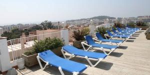 Offrant une vue panoramique sur la mer depuis son toit-terrasse bien exposé, l'Hotel Ridomar possède une piscine et un bain à remous. Situé dans un quartier calme, cet hôtel à la gestion familiale se trouve à 10 minutes à pied de la plage de Lloret de Mar.