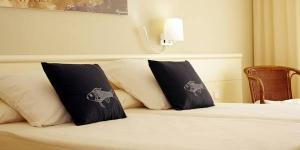 Situé en front de mer, au bord de la magnifique plage de Llafranc, l'hôtel Terramar propose des chambres modernes et lumineuses, offrant des vues panoramiques sur la Méditerranée. L'hôtel se trouve dans un environnement paisible et permet de rejoindre la plage en quelques pas.