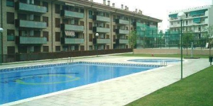 Located in Lloret de Mar, Apartment La Siesta offers an outdoor pool. The property is 3.