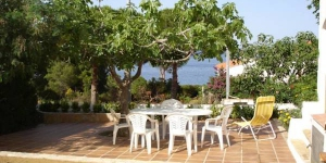 Holiday home Rippoz Bajo is located in Llanca. There is a full kitchen with a dishwasher and a microwave.