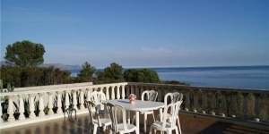 Holiday home Villaret is located in Llanca. There is a full kitchen with a dishwasher and a microwave.