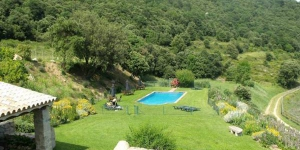Apartment Can Quera - Grevol is a self-catering accommodation located in La Vajol. Complete with a microwave, the dining area also has a refrigerator.