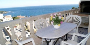 Located in Llanca, Apartment Serra Izquierda offers an outdoor pool. There is a full kitchen with a microwave and an oven.