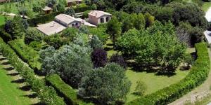 Implanté au cœur d'un paysage bucolique de 125 hectares, l'établissement El Molí De Siurana est une maison de campagne située en périphérie de Siurana, dans la région d'Alt Empordà. Il propose des chambres avec connexion Wi-Fi gratuite et un service de prêt de vélos.