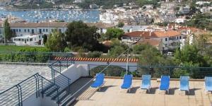 Le Carpe Diem Cadaqués propose un hébergement indépendant et spacieux juste à côté des plages de la Costa Brava. Il dispose d'une piscine extérieure et d'un jardin pittoresque planté d'oliviers et d'amandiers.