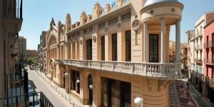 Situé dans la vieille ville de Figueres, l'Empordà Apartaments propose des hébergements insonorisés avec climatisation, balcon avec vue sur la ville et connexion Wi-Fi gratuite. Le musée Dalí se trouve à 300 mètres.