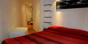 Installé au cœur de Cadaqués, L'Hostalet de Cadaques constitue un point de départ idéal pour explorer cette charmante ville et le paysage environnant de la Costa Brava. Climatisées et chauffées, les chambres comprennent une connexion Wi-Fi gratuite, une télévision par satellite et une salle de bains privative pourvue d'articles de toilette gratuits.