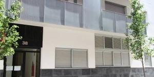 Proposant des appartements avec un balcon privé, une connexion Wi-Fi gratuite et de places de stationnement gratuit, l'établissement Apartaments Figueres Centre est situé à 10 minutes à pied du musée Dali. Niché au cœur d'un jardin, il possède une aire de jeux pour enfants.