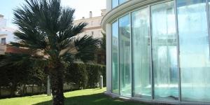 Le Thalassa Sport Spa est un hôtel thermal qui comprend une piscine intérieure et un centre de remise en forme. Il est situé dans la baie de Roses, à seulement 30 mètres de la plage de Salatar.