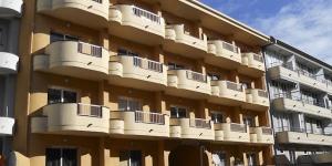 Situé dans la ville de L'Estartit, l'Edifici Els Salats possède une piscine extérieure et une terrasse meublée. Les appartements sont à seulement 900 mètres de la plage.