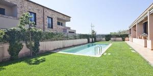 Doté d'une piscine extérieure commune et de vélos gratuits, le Parlava House with Shared Swimming Pool vous accueille à Parlaba à seulement 15 minutes en voiture de la plage de l'Estartit. Cette maison de vacances climatisée dispose d'une connexion Wi-Fi gratuite.