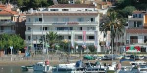 Le Marina vous attend dans le port de plaisance de L'Estartit, à seulement 200 mètres de la plage. Doté d'un balcon privé offrant une vue sur la mer, cet appartement comprend 3 chambres.
